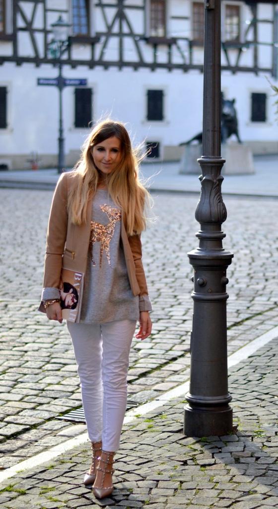 Maracujabluete-Modeblog-Outfit-Weihnachten-Festtage-Camel-Glitzer-2