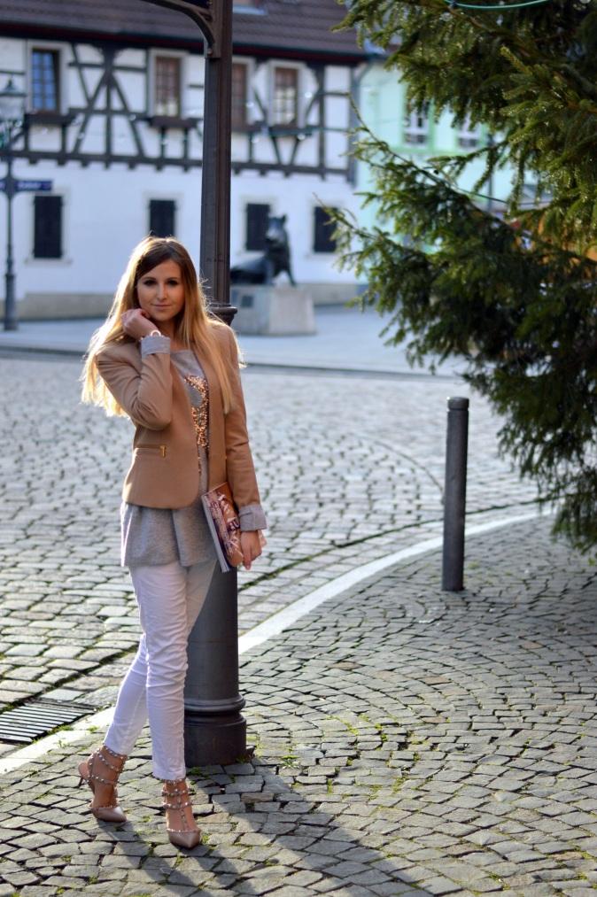 Maracujabluete-Modeblog-Outfit-Weihnachten-Festtage-Camel-Glitzer-5