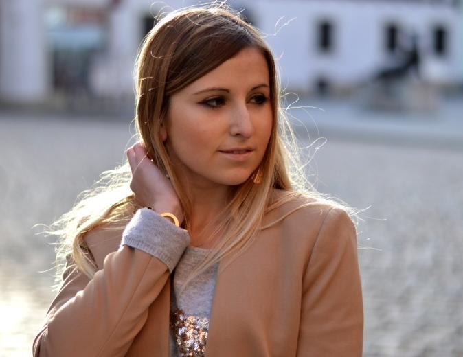 Maracujabluete-Modeblog-Outfit-Weihnachten-Festtage-Camel-Glitzer-8