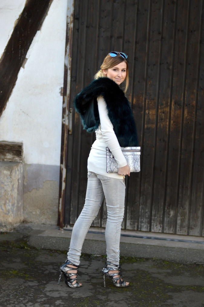 Maracujabluete-Modeblog-Outfit-Winter-Fellstola-Petrol-Ischgl-Look-10