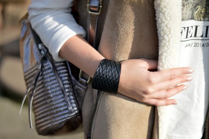Maracujabluete-Modeblog-Outfit-Winter-Schaffell-Jacke-Rucksack-16