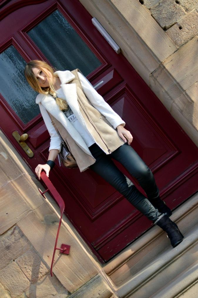 Maracujabluete-Modeblog-Outfit-Winter-Schaffell-Jacke-Rucksack-2