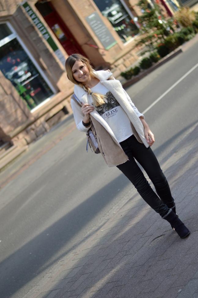 Maracujabluete-Modeblog-Outfit-Winter-Schaffell-Jacke-Rucksack-24