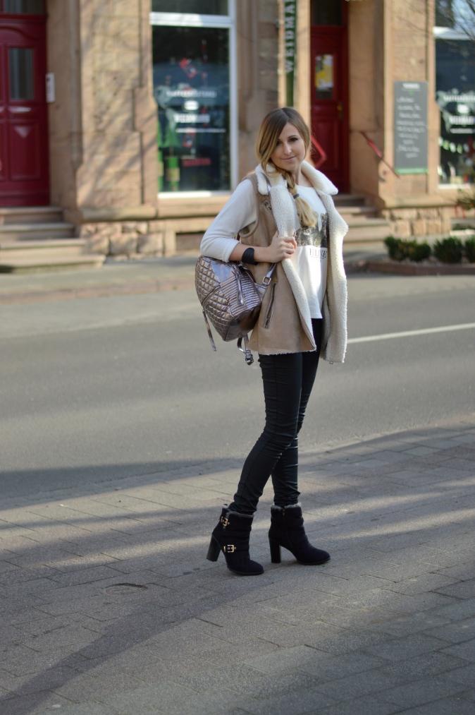 Maracujabluete-Modeblog-Outfit-Winter-Schaffell-Jacke-Rucksack-26
