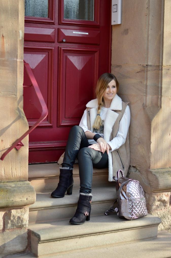 Maracujabluete-Modeblog-Outfit-Winter-Schaffell-Jacke-Rucksack-27