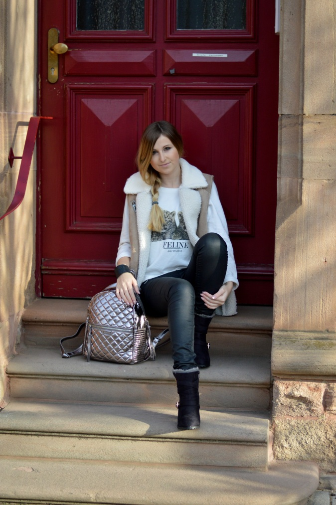 Maracujabluete-Modeblog-Outfit-Winter-Schaffell-Jacke-Rucksack-5