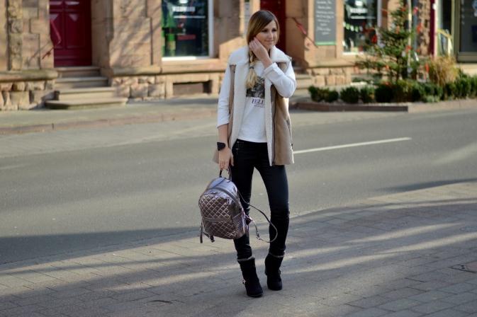 Maracujabluete-Modeblog-Outfit-Winter-Schaffell-Jacke-Rucksack-8