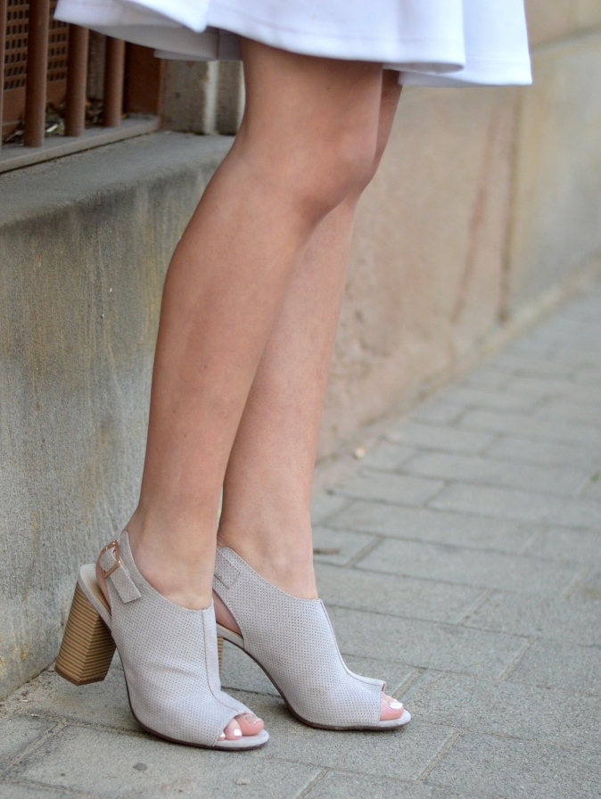 Maracujabluete-Fashionblog-Modeblog-Mannheim-Duesseldorf-Outfit-gold-barcelona-midirock-streetstyle-164