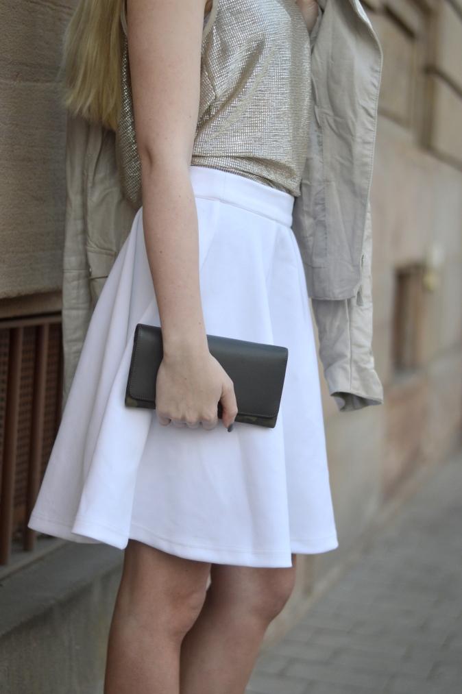 Maracujabluete-Fashionblog-Modeblog-Mannheim-Duesseldorf-Outfit-gold-barcelona-midirock-streetstyle-165