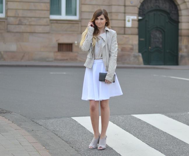 Maracujabluete-Fashionblog-Modeblog-Mannheim-Duesseldorf-Outfit-gold-barcelona-midirock-streetstyle-9