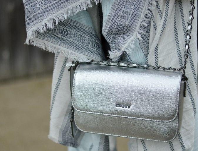 Maracujabluete-Fashionblog-Mannheim-streetstyle-outfit-hellblau-poncho-metallic-11