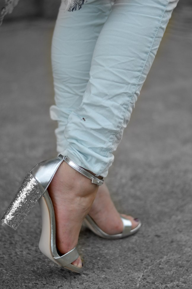 Maracujabluete-Fashionblog-Mannheim-streetstyle-outfit-hellblau-poncho-metallic-13