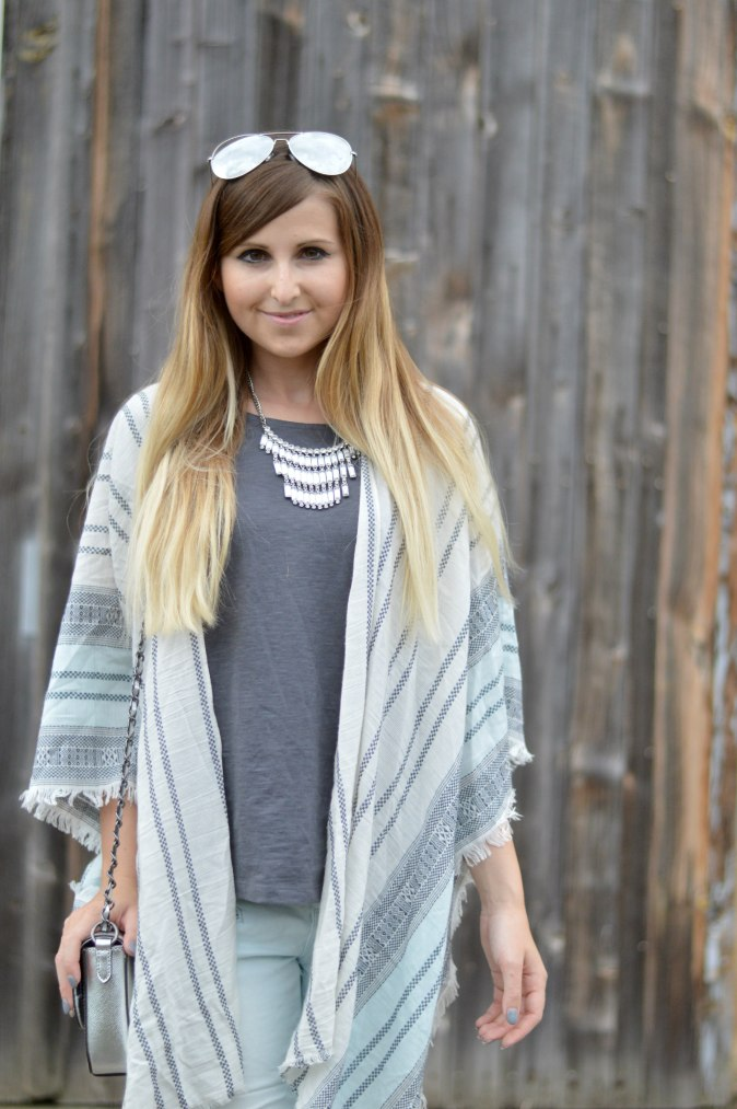 Maracujabluete-Fashionblog-Mannheim-streetstyle-outfit-hellblau-poncho-metallic-3