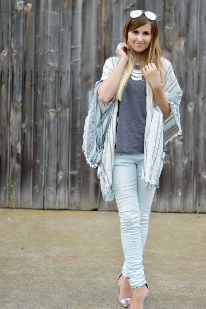 Maracujabluete-Fashionblog-Mannheim-streetstyle-outfit-hellblau-poncho-metallic-7