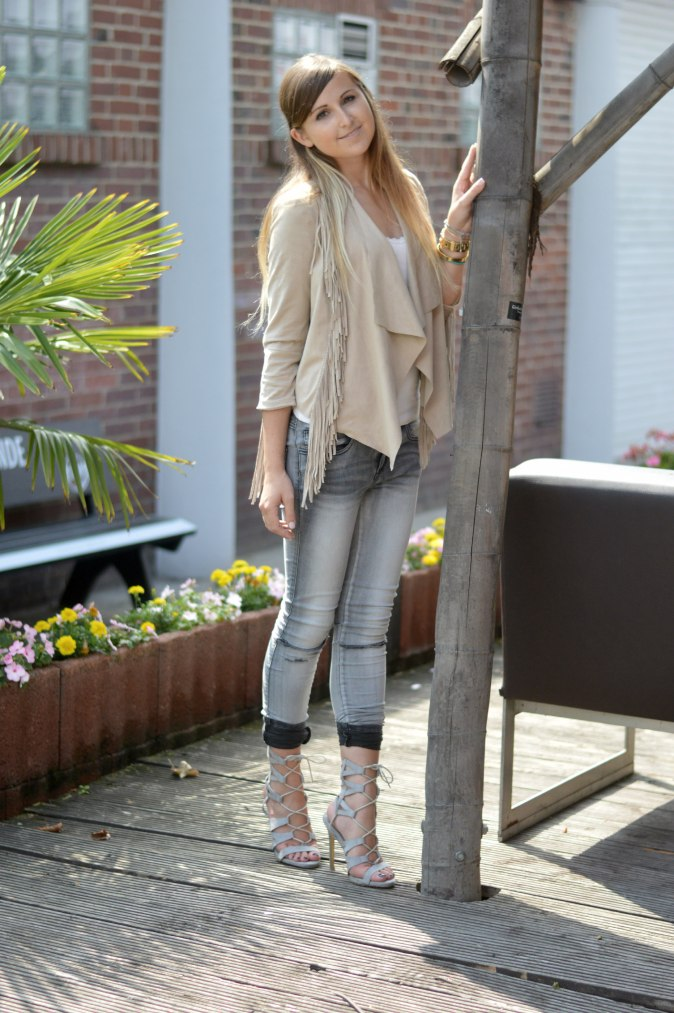 Maracujabluete-Fashionblog-mannheim-Fransenjacke-armcandy-Sommer-outfit-paulhewitt-anchor-10