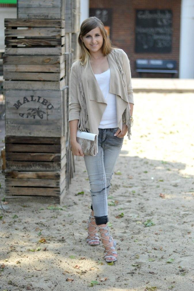 Maracujabluete-Fashionblog-mannheim-Fransenjacke-armcandy-Sommer-outfit-paulhewitt-anchor-3