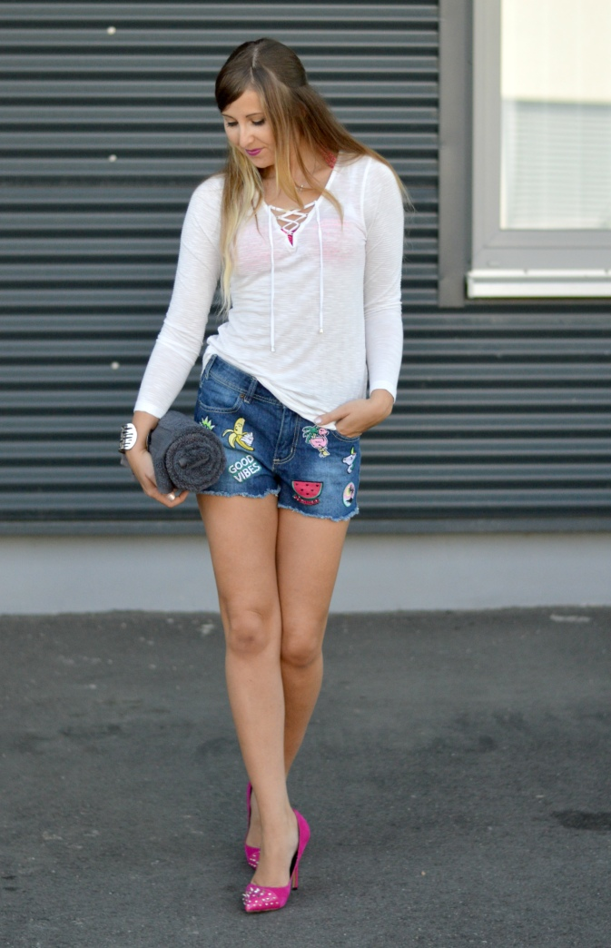 Maracujabluete-Fashionblog-Mannheim-Heidelberg-Outfit-Streetstyle-shorts-sommeroutfit-pink-aufnaeher-2