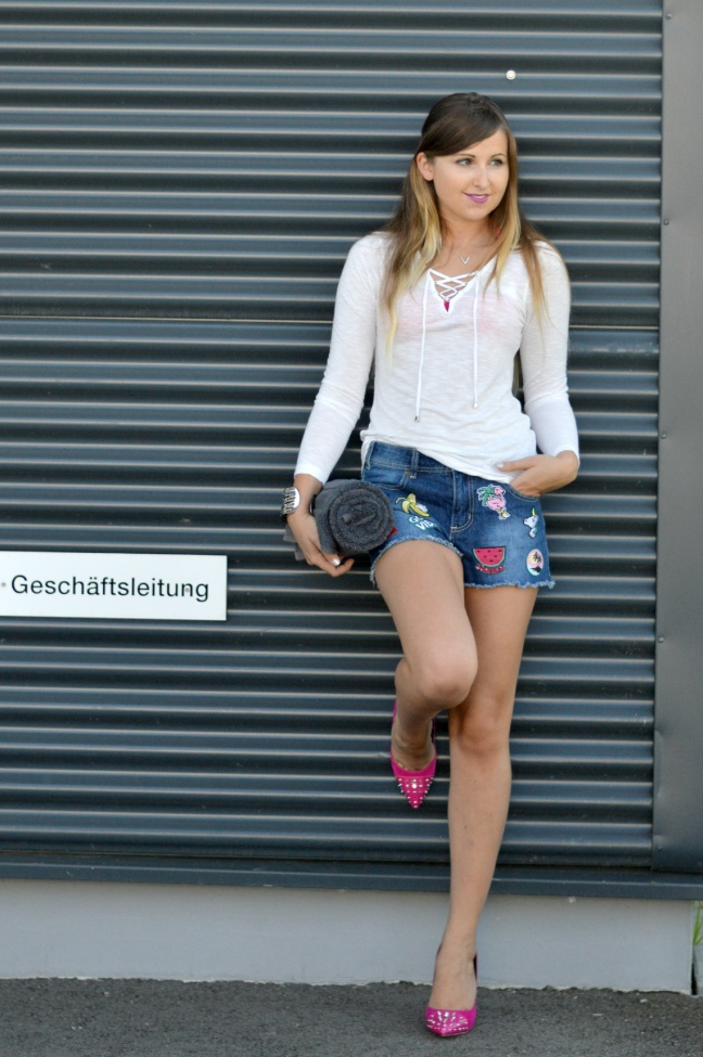 Maracujabluete-Fashionblog-Mannheim-Heidelberg-Outfit-Streetstyle-shorts-sommeroutfit-pink-aufnaeher-8