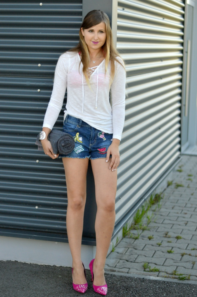 Maracujabluete-Fashionblog-Mannheim-Heidelberg-Outfit-Streetstyle-shorts-sommeroutfit-pink-aufnaeher-9