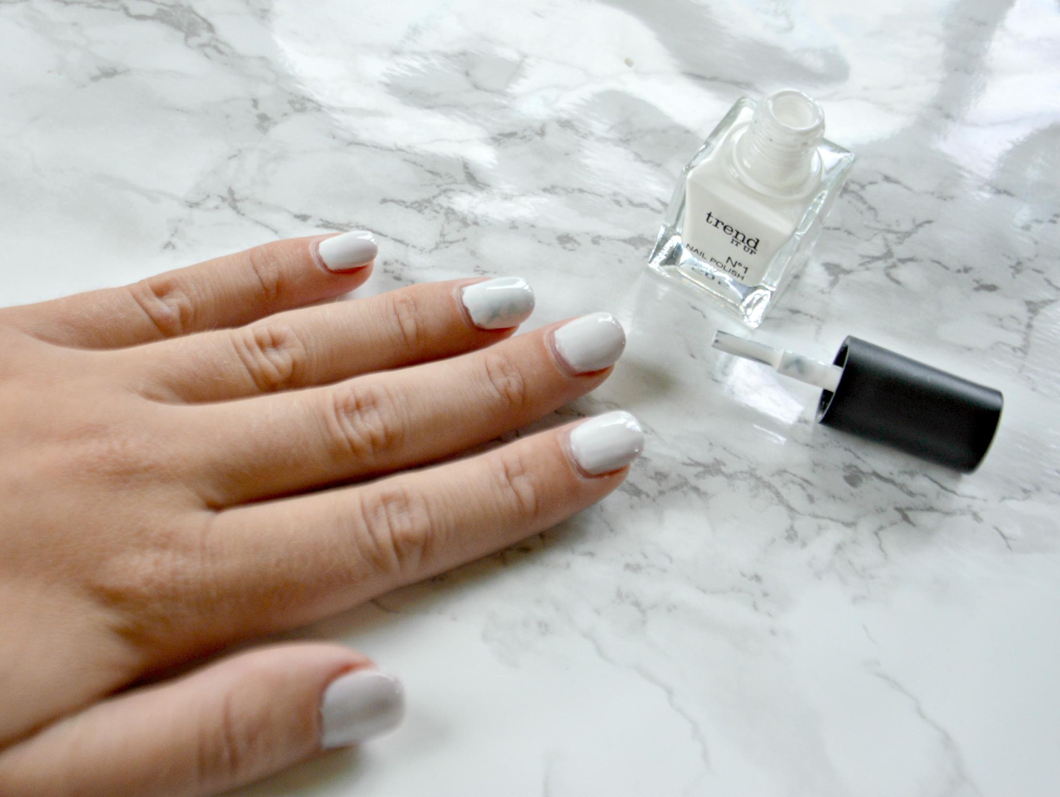 Trend: Marmor Nails – Maracujablüte