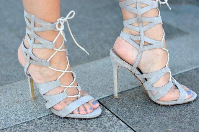 maracujabluete-fashionblog-mannheim-outfit-bluse-marmor-streetstyle-grau-weis-chic-120