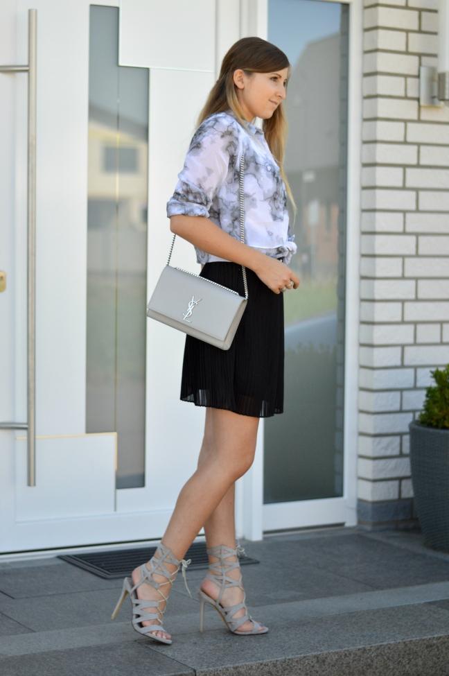 maracujabluete-fashionblog-mannheim-outfit-bluse-marmor-streetstyle-grau-weis-chic-16