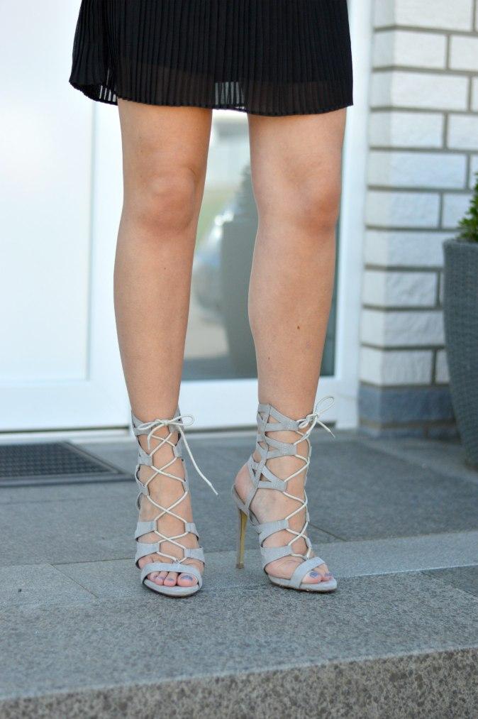 maracujabluete-fashionblog-mannheim-outfit-bluse-marmor-streetstyle-grau-weis-chic-19