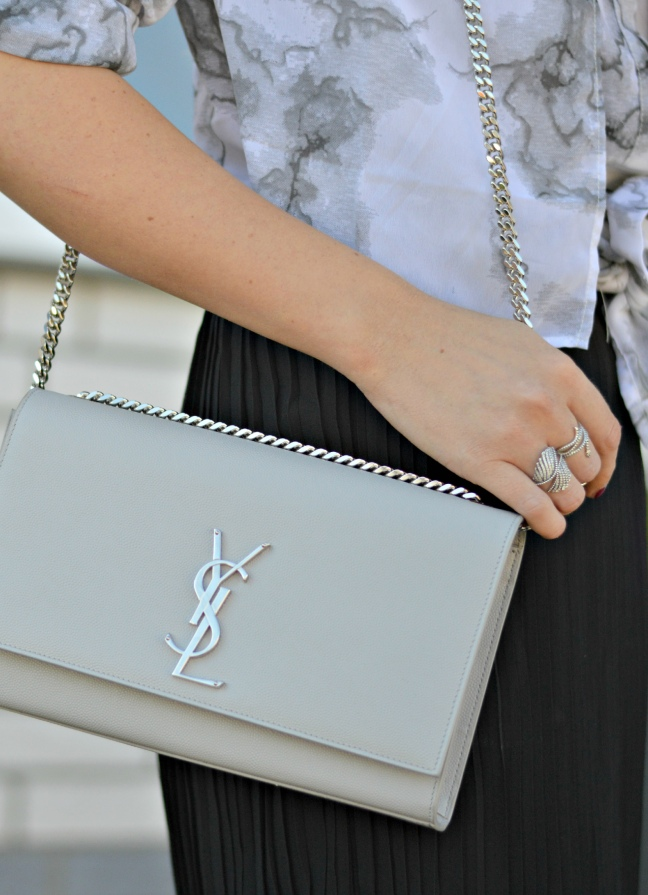maracujabluete-fashionblog-mannheim-outfit-bluse-marmor-streetstyle-grau-weis-chic-5