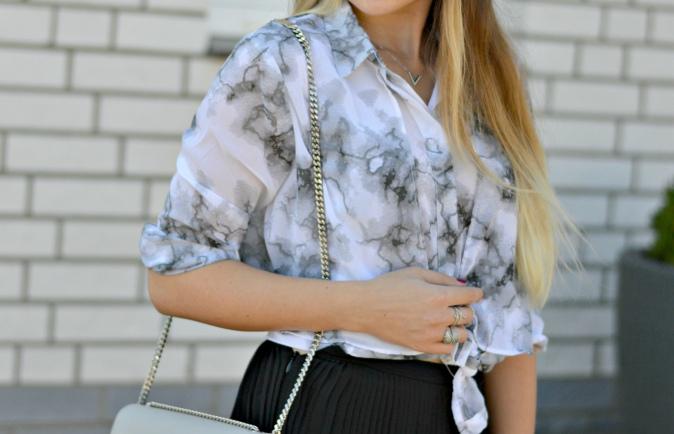 maracujabluete-fashionblog-mannheim-outfit-bluse-marmor-streetstyle-grau-weis-chic-8