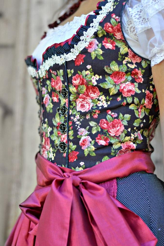 maracujabluete-fashionblog-mannheim-outfit-oktoberfest-dirndl-krueger-muenchen-46
