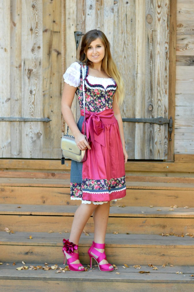 maracujabluete-fashionblog-mannheim-outfit-oktoberfest-dirndl-krueger-muenchen
