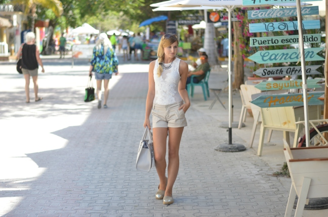 Maracujabluete-Fashionblog-Modeblog-Mainz-Frankfurt-Streetstyle-Beachlook-Mexico-Tulum-Lace-Body-Shorts-espadrilles-15