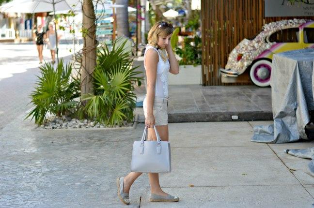 Maracujabluete-Fashionblog-Modeblog-Mainz-Frankfurt-Streetstyle-Beachlook-Mexico-Tulum-Lace-Body-Shorts-espadrilles-16