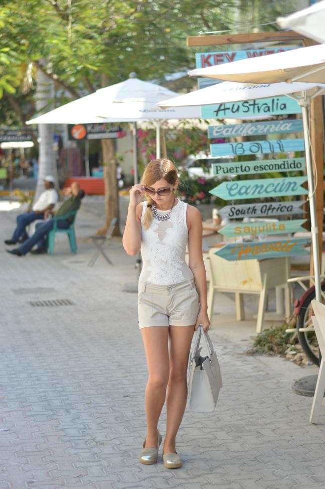 Maracujabluete-Fashionblog-Modeblog-Mainz-Frankfurt-Streetstyle-Beachlook-Mexico-Tulum-Lace-Body-Shorts-espadrilles-8