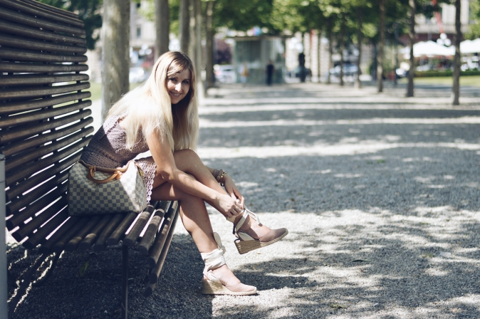Maracujabluete-Fashionblog-Modeblogger-Mainz-Frankfurt-Outfit-Spitzenkleid-Zara-Schuhe-Louis-Vuitton-Speedy-100
