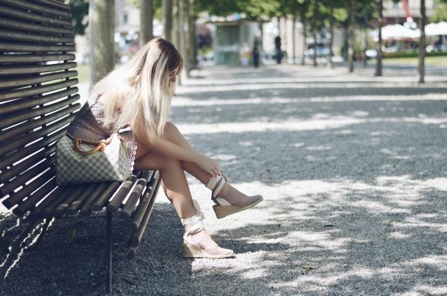 Maracujabluete-Fashionblog-Modeblogger-Mainz-Frankfurt-Outfit-Spitzenkleid-Zara-Schuhe-Louis-Vuitton-Speedy-99