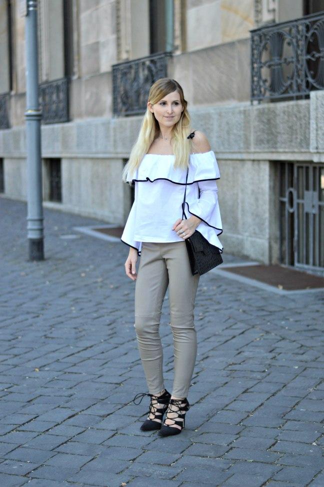 Maracujabluete-Fashionblog-Modeblogger-Mainz-Frankfurt-Outfit-Volant-Bluse-Zara-Lederpants-2
