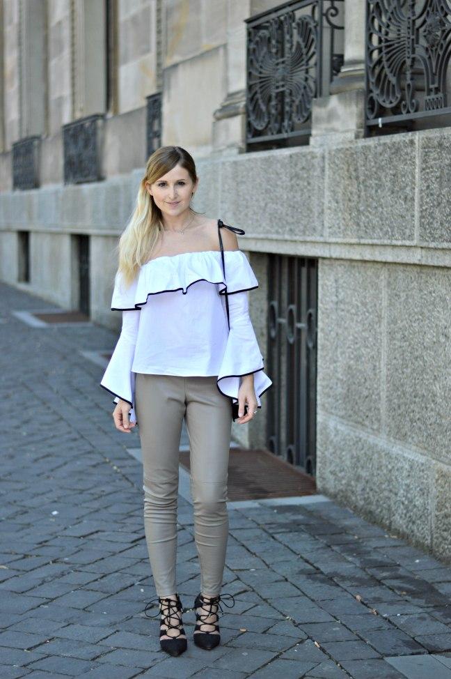 Maracujabluete-Fashionblog-Modeblogger-Mainz-Frankfurt-Outfit-Volant-Bluse-Zara-Lederpants-4
