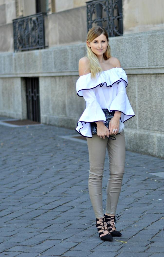 Maracujabluete-Fashionblog-Modeblogger-Mainz-Frankfurt-Outfit-Volant-Bluse-Zara-Lederpants-7