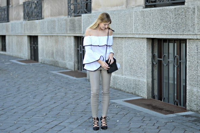 Maracujabluete-Fashionblog-Modeblogger-Mainz-Frankfurt-Outfit-Volant-Bluse-Zara-Lederpants