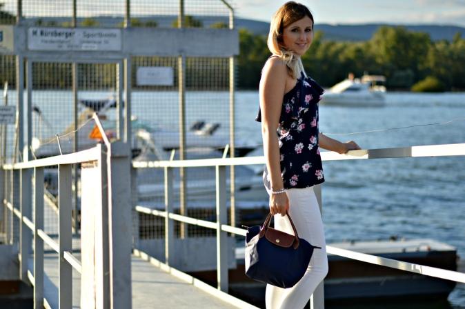 Maracujabuete-Fashionblog-Modeblog-Mainz-Frankfurt-Streetstyle-Sommeroutfit-Blumenprint-volanttop-hollister-6