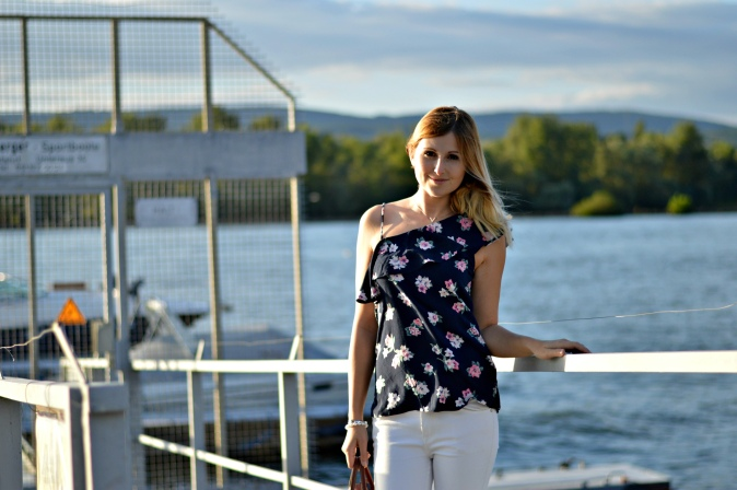 Maracujabuete-Fashionblog-Modeblog-Mainz-Frankfurt-Streetstyle-Sommeroutfit-Blumenprint-volanttop-hollister-7