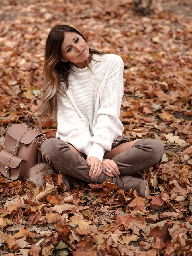Maracujabluete-Fashionblog-Frankfurt-Herbst-Outfit-Knitwear-Strickpulli-Rucksack-2