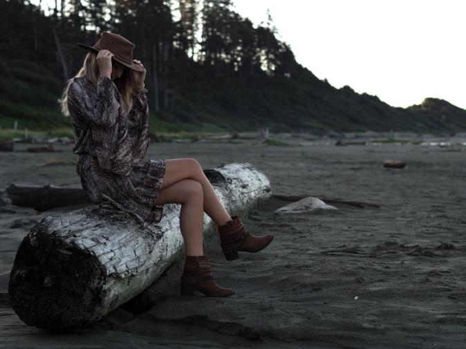 maracujabluete-fashionblog-modeblog-frankfurt-hersbt-outfit-kleid-dress-federn-2