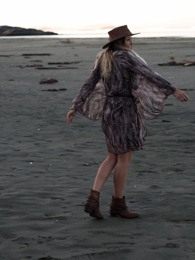 maracujabluete-fashionblog-modeblog-frankfurt-hersbt-outfit-kleid-dress-federn